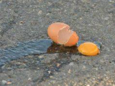 Uova contro un presidio di lavoratori: denunciati cinque ragazzi ad Avellino